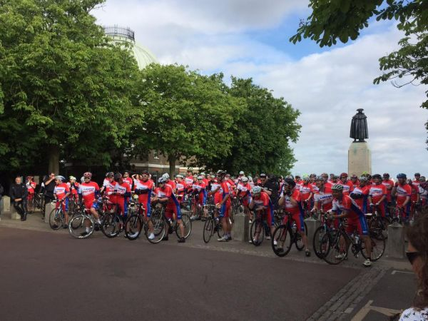 And they're off – en route vers Paris…
